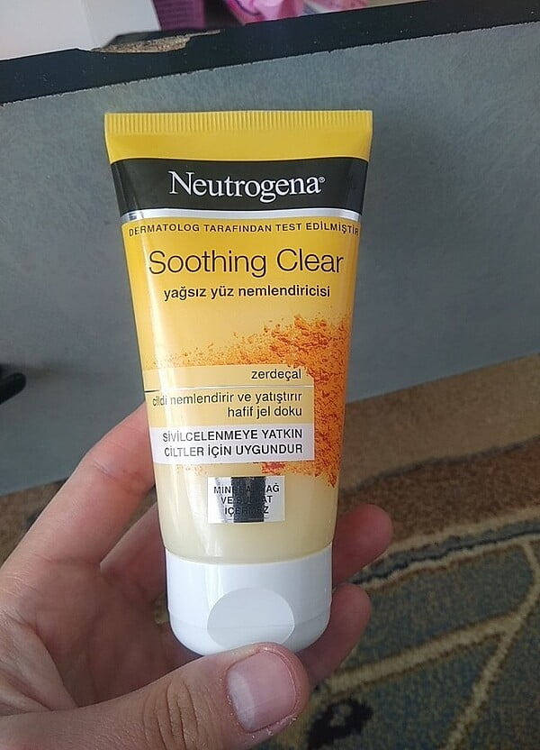 Neutrogena Soothing Clear
