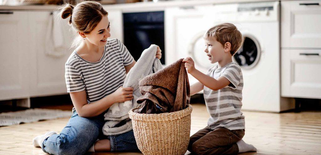 Ev işlerinde size yardım etmelerine izin verin