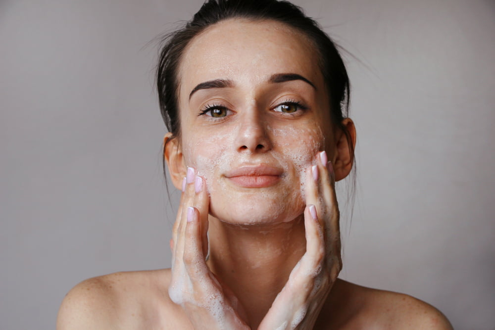 Yüz Temizleme Jeli Nedir, Ne İşe Yarar?